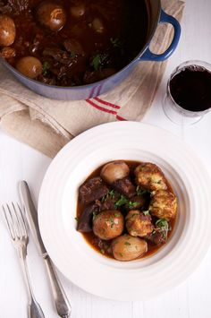 If you love beef stews, you will love this French classic,boeuf bourguignon.With the weather in Zurich being its typical and formidable grey in April, beef stew has been on the menu a few times i...