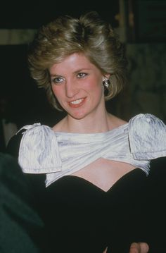 Diana, Princess of Wales attends 'Out of Africa' film premiere at Empire Cinema in Leicester Square, London, March Princess Diana Death, Prince And Princess, Prince Harry, Lady Diana Spencer, Service Secret, Princess Diana Pictures, Thing 1, Thats The Way, Prince Of Wales