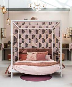 Romantische slaapkamer in het vtwonen huis op de vt wonen&design beurs | Fotografie Sjoerd Eickmans | Styling Marianne Luning, Cleo Scheulderman