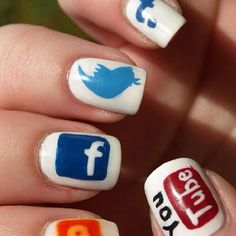 Uñas pintadas con redes sociales  #facebook #youtube #twitter #blogger