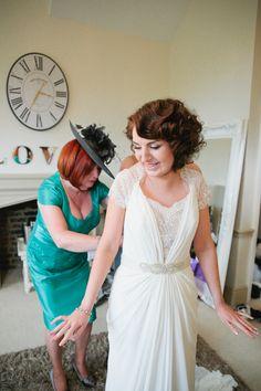 Chic Stylish Surrey Wedding http://www.tarahcoonan.com/