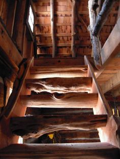 A Retired Mathematician Found An Cabin In The Woods. What He Did With It Is Perfection 12 Rustic Stairs, Wood Stairs, Open Stairs, Organic Sculpture, Cabin In The Woods, Cabin Interiors, Cabins And Cottages, Log Cabins, Stairway To Heaven