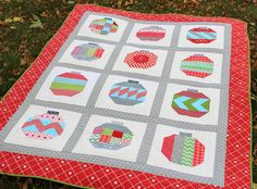 the red pistachio: Vintage Holiday Quilt Finished!