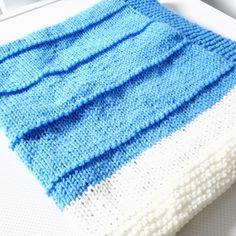 987acdb988ec Couverture bébé laine bleu écru évolutive vegan idée cadeau naissance miss  perles