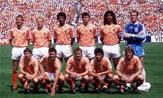 Holland team group at the 1988 European Championship. Marco Van Basten, Football Squads, Football Kits, Squad Photos, Team Photos, Soccer Stars, Kids Soccer, Ronald Koeman, Holland