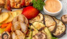 Марината за зеленчуци на скара - Рецепта. Как да приготвим Марината за зеленчуци на скара. Пресовайте чесъна, накълцайте копър... Bulgarian Recipes, Dessert Recipes, Desserts, Fresh Rolls, Yummy Food, Delicious Meals, Zucchini, Bbq, Spices