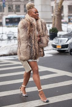 Claire Sulmers from Essence Magazine Fur Fashion, Love Fashion, Winter Fashion, Fashion Outfits, Blonde Dreads, Thick Girl Fashion, Fabulous Furs, Swagg, Gyaru