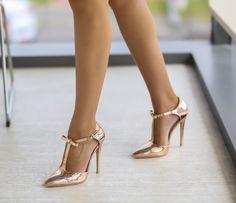 Pantofi cu bareta pe glezna eleganti aurii Sexy Feet, Stuart Weitzman, Stiletto Heels, Sandals, Wedding, Beautiful, Shoes, Fashion, Casamento