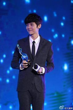 Luhan receives The Most Valuable Male Star Award at the '2014 Baidu Moments Conference' | allkpop