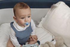 Chupetes Night & Day para bebés de 6 a 18 meses con tetina anatómica de silicona y anillas luminiscentes que brillan en la oscuridad.  Tetina anatómica de silicona. De 6 a 18 meses. Se presentan en un pack de dos unidades, un chupete especial para el día y otro chupete para la noche. Ambos chupetes disponen de la anilla luminiscente que brilla en la oscuridad para encontrar el chupete fácilmente en la cuna del bebé si se le cae.