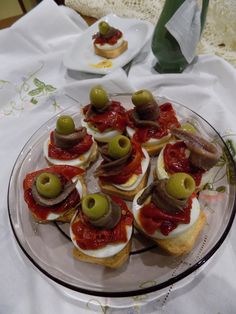 Canapés de Pimientos con Anchoas - Influence Tutorial and Ideas Easy Starters, Party Finger Foods, Yummy Food, Tasty, Sweet And Salty, Tostadas, My Recipes, Catering, Brunch