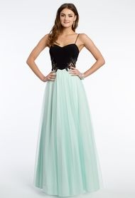 Make a lasting impression at prom this year in this elegant tulle ball gown. Every detail of this dreamy prom dress has such a romantic vibe, the sweetheart neckline, spaghetti straps, tulle skirt and lace appliqué illusion sides all go together flawlessly, for the ultimate in charming allure. You will have so much fun spinning and dancing in this beauty! Pair this prom dress with some sparkling accessories and get ready for a night you'll never forget.<br><br>• Sweetheart…