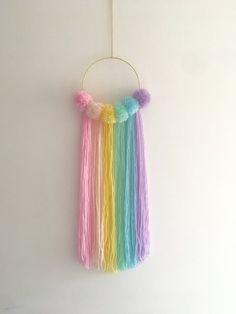 Pom Pom Crafts, Rope Crafts, Diy Crafts For Gifts, Diy Home Crafts, Yarn Crafts, Decor Crafts, Dream Catcher Craft, Macrame Wall Hanging Diy, Rainbow Wall