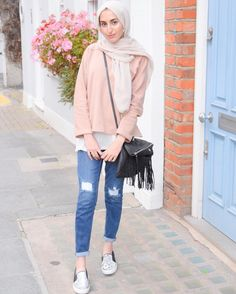 Deretan contoh outfit of the day hijab casual. Hijab Casual, Hijab Chic, Hijab Fashion Casual, Ootd Hijab, Hijab Fashion Inspiration, Trend Fashion, Mode Inspiration, Look Fashion, Classy Fashion