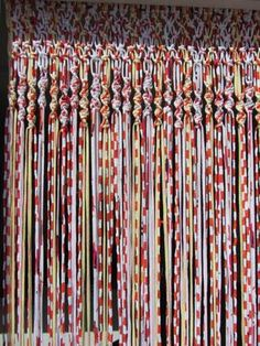 Macrame curtains with fabric strips Fabric Strip Curtains, Crochet Curtains, Crochet Fabric, Beaded Curtains, Fabric Yarn, Fabric Strips, Diy Curtains, Macrame Art, Macrame Projects