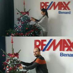 K pravej vianočnej atmosfére patrí aj vianočný stromček. Dnes sme ten náš v RE/MAX Benard krásne ozdobili :-)