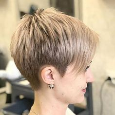 Latest Short Hairstyles with Fine Hair - Part 8 Short Hair Older Women, Funky Short Hair, Super Short Hair, Short Thin Hair, Haircut For Thick Hair, Pixie Haircut, Short Hair Styles, Short Pixie, Long Hair