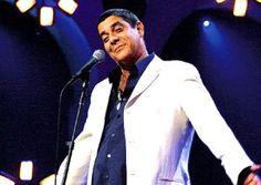 Jessé Gomes da Silva Filho, mais conhecido como Zeca Pagodinho, é um grande nome do samba e compositor de várias canções.