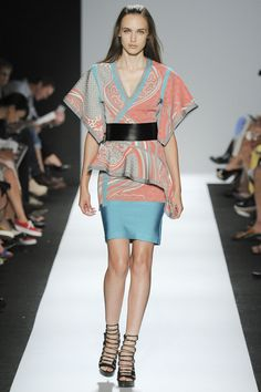 Hervé Léger By Max Azria ready-to-wear Spring/Summer 2015|0. Kimono-style top with leather fauxbi.