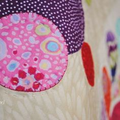 How to do Big Stitch Hand Quilting with Perle Cotton tutorial Quilting Board, Quilting Tips, Machine Quilting, Quilting Projects, Easy Hand Quilting, Hand Quilting Designs, Embroidery Designs, Beginning Quilting, Bird Quilt