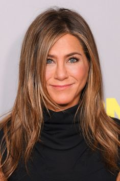 Jennifer Aniston - Jennifer Aniston is an American T. Aniston gained worldwide recognition in the for portraying Rachel Green on the television s Jennifer Aniston Style, Jennifer Aniston Brown Hair, Jennifer Aniston Hair Friends, Jennifer Aniston Makeup, Balayage Straight Hair, Balayage Hair, Cabelo Jenifer Aniston, Hairstyles Haircuts, Straight Hairstyles