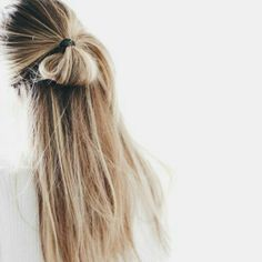 Messy Hairstyles, Pretty Hairstyles, Bun Hairstyle, Amazing Hairstyles, Spring Hairstyles, Straight Hairstyles, Hair Inspo, Hair Inspiration, Fashion Inspiration