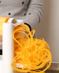 Learn how to spiralize squash noodles with this quick how-to video. Spiralized Butternut Squash, Butternut Squash Noodle, Squash Noodles, Healthy Comfort Food, Healthy Cooking, Cooking Recipes, Healthy Recipes, Healthy Food, Paleo