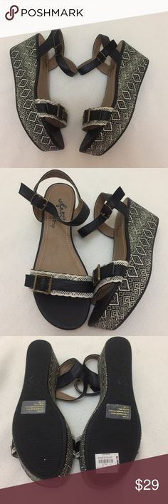 Daytrip Heels Sandler Aztec Black & White 7 New Daytrip Sandle Heel New Never Worn Without the Box Size 7. Color is Black and White with Aztec Pattern. Buckles at Ankle and Front with Lace. Almost 3 Inch Heel Retails for $49.95 From a Smoke Free Home. Thanks for Looking :) Daytrip Shoes Heels