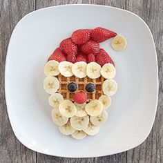 Love the holidays but hate sugar-filled snacks? These healthy Christmas treats for kids are perfect! Healthy Christmas Treats, Christmas Treats For Gifts, Christmas Recipes For Kids, Holiday Snacks, Christmas Party Food, Christmas Snacks, Xmas Food, Christmas Breakfast, Christmas Baking