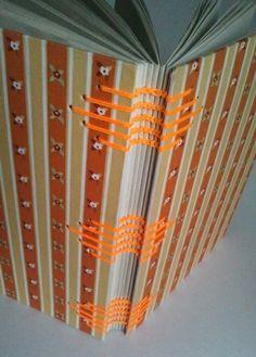 Lindo caderno artesanal em costura copta floral laranja. Encapado com tecido de algodão.  100 folhas de papel reciclado 75g. R$ 45,00