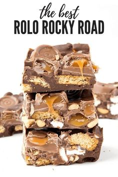 Amazing Easy Rolo Rocky Road made with just 6 ingredients! Gooey chocolate caramel, marshmallows, peanuts and cookies all covered in chocolate! Easy Rolo Rocky Road with mini marshmallows, peanut butter and cookie crumbs. Tray Bake Recipes, Candy Recipes, Sweet Recipes, Dessert Recipes, Easy Baking Recipes, Yummy Treats, Delicious Desserts, Sweet Treats, Yummy Food