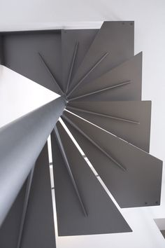 Scala a Chiocciola quadrata in Ferro – Monolitica Light Quadra