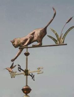 Cat playing with Hummingbird and Reeds on Weathervane Directional by West Coast Weather Vanes. This all copper handcrafted cat weathervane features glass eyes and brass whiskers. Lightning Rod, Weather Vanes, Cat Signs, Wind Spinners, Welding Art, Luxury Homes Interior, Shop Signs, Yard Art, Windmill