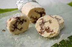Salame cioccolato bianco e wafer, un dolce semplice da realizzare, che non necessita di cottura in forno e che ricorda nel sapore i cioccolatini Raffaello.