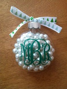 DIY Monogram Christmas Ornament :) I love this idea because you can really personalize it by playing around with the color scheme to whatever your taste is or for families use a different color for each one made. Clear Ornaments, Diy Christmas Ornaments, Christmas Balls, Winter Christmas, Holiday Crafts, Holiday Fun, Christmas Holidays, Christmas Decorations, Ornaments Ideas