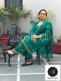 Punjabi Salwar Suits, Designer Punjabi Suits, Indian Designer Wear, Embroidery Suits Punjabi, Kurti Embroidery Design, Designer Party Wear Dresses, Neck Designs For Suits, Boutique Suits, Punjabi Fashion