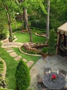 50 Backyard Landscaping-Ideen als Inspiration Landscaping Shrubs, Large Backyard Landscaping, Big Backyard, Backyard Patio Designs, Landscaping Ideas, Backyard Ideas, Beautiful Gardens, Outdoor Gardens, Landscape Designs