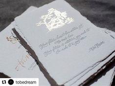 #Repost @tobedream (@get_repost)  Высокая печать в полиграфии это всегда произведение искусства. А в сочетании с бумагой ручного отлива из натурального хлопка  нет слов! На фото подарочная открытка которая будет в комплекте с набором пригласительной полиграфии на свадьбу. Вы все еще думаете что полиграфия не нужна и гость выкинет бумажку? Приходите к нам мы докажем обратное  Технология высокой печати в один цвет тиснение фольгой каллиграфия #бумагаручнойработы #handmade #handmadepaper…