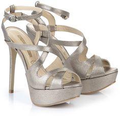 Pin for Later: Cinderella wäre auf diese Schuhe ganz schön neidisch  Buffalo Plateau Sandalette (130 €)