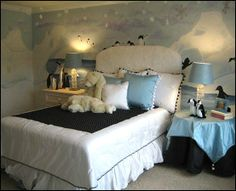 I love the look of this Penguiny/Snowy Bedroom. Love the headboard too! Winter Bedroom Decor, Christmas Bedroom, Bedroom Themes, Girls Bedroom, Bedroom Ideas, Bedroom Inspiration, Girl Room, Baby Room, Frozen Bedroom