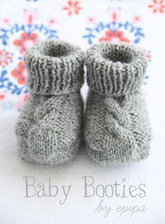Knitted Baby Booties ~ Use this free cable knit pattern to make baby booties.  They'll keep baby boys and girls little feet warm and cozy.  There's a google translator for English.
