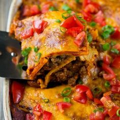 This beef enchilada casserole is layers of ground beef, beans, tortillas and cheese, all smothered in enchilada sauce and baked to perfection. A super easy dinner that's sure to be a crowd pleaser! (Easy Meal With Ground Beef Ovens) Healthy Dinner Recipes, Mexican Food Recipes, Cooking Recipes, Yummy Recipes, Recipies, Enchilada Casserole Beef, Enchilada Sauce, Burrito Casserole, Mexican Ground Beef Casserole