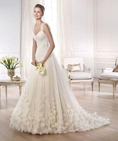 Pronovias presents the Ondina wedding dress. Glamour 2014. | Pronovias