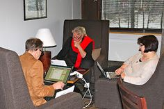 Pihalla-ryhmä sisällä. Näkymätön pikkujoulu Petäys Resort:ssa Tyrvännöllä 26.-27.11.2011.