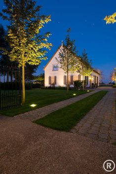 Boerderijtuin in Nieuwendijk - De Rooy Hoveniers Driveway Lighting, Exterior Lighting, Outdoor Lighting, Stone Driveway, Driveway Design, Electric Garden Lights, Rustic Houses Exterior, Rustic Home Design, Terrace Garden