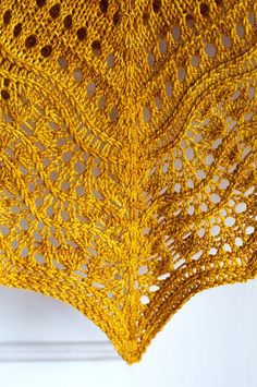 Easy knitting - Ravelry: Florin Triangle pattern by Leila Raabe