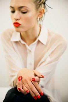 coisa de mulher...entre outras coisas...: Existi e viver...quanta diferença...     Beth Valentim   ...Não adianta ser fashion somente por dentro, atingir o viver bem é coisa da pele de dentro, da força pessoal e digna...  http://bethvalentimcoisademulher.blogspot.com.br/2014/10/existi-e-viverquanta-diferenca.html  figura reproduzida