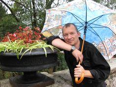 Мне очень нравится бродить по городу когда идёт тёплый летний дождик. Неизменный спутник таких прогулок мои часы Oris. Невероятное ощущение, когда прислонишься к вековому камню и задумаешься. Ведь Oris это тоже вековые традиции. И тогда особенно приятно слушать звуки дождя под аккомпанемент едва уловимой мелодии механизма Oris - Chernick, Russia.