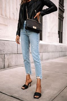 Black Sandals Outfit, Dark Jeans Outfit, Black Leather Jacket Outfit, Jeans Outfit For Work, Blazer Outfits For Women, Black Ripped Jeans, Chanel Black, Chanel Boy, Fashion Jackson