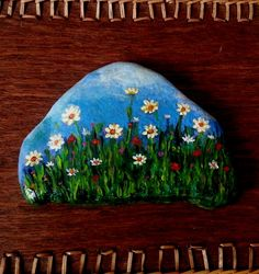 wild flowers - stone painting Pebble Painting, Dot Painting, Pebble Art, Stone Painting, Painted Rocks Craft, Hand Painted Rocks, Painted Stones, Rock Painting Ideas Easy, Rock Painting Designs